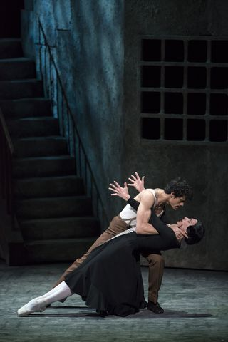 Thiago Soares and Zenaida Yanowsky in Las Hermanas. Photo Bill Cooper, courtesy of ROH