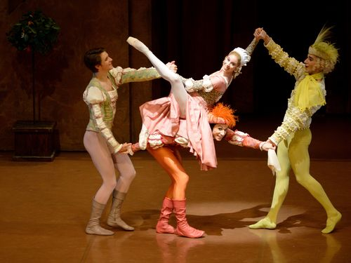 "David Moore (Lucentio), Elisa Badenes (Bianca), Roman Novitzky (Hortensio) and Özkan Ayik (Gremio) in ""The Tamin of the Shrew"", Stuttgart Ballet 2013, Copyright Suttgart Ballet"