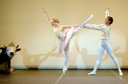 3. Alicia Amatriain and Jason Reilly in Le Grand Pas de Deux by Christian Spuck,Copyright Stuttgart Ballet
