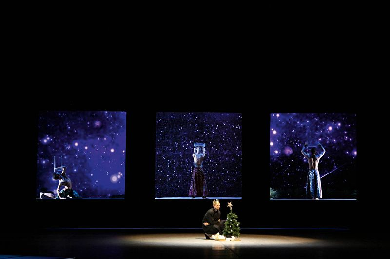 "Marc Jubete, Sasha Riva, Thomas Stuhrmann (the three wise men), Lloyd Riggins (a man), ""Christmas Oratorio I-VI"", Hamburg Ballet – John Neumeier, 2013"