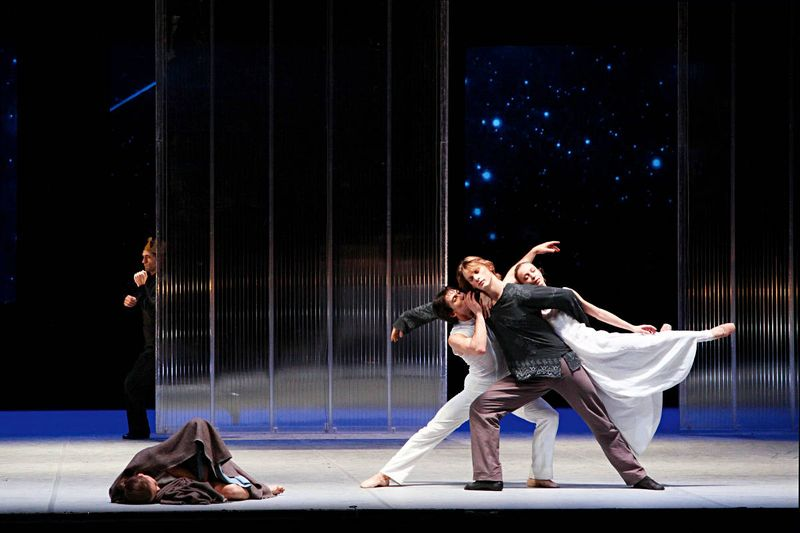 "Dario Franconi (the king), Anna Laudere (the mother), Alexandr Trusch (angel), Edvin Revazov (her husband), Silvia Azzoni (angel), ""Christmas Oratorio I-VI"", Hamburg Ballet – John Neumeier, 2013"