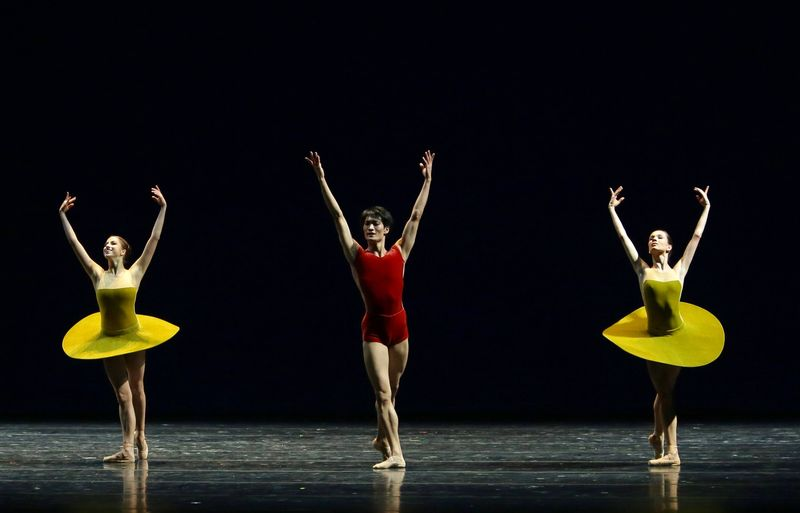 "3. Anastasia Nikitina, Kirim Kim and Maria Shirinkina, ""The Vertiginous Thrill of Exactitude"", William Forsythe, Maryinsky Ballet, © Natasha Razina 2013"