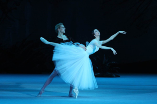 Svetlana Zakharova as Giselle, David Hallberg as  Albrecht.  Photo by E. Fetisova