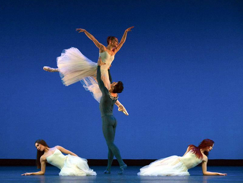 "2. Julie Thirault, Mariana Dias, Alexandre Simões and Ann-Kathrin Adam, ""Serenade"" by George Balanchine, © The George Balanchine Trust, Ballett am Rhein 2014"