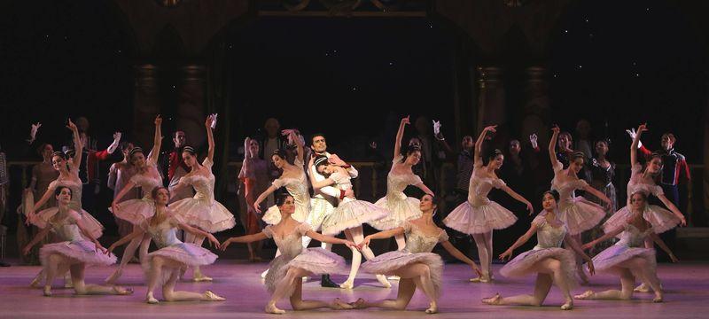 """10. Ensemble, """"Paquita"""" by Marius Petipa and Alexei Ratmansky, Bavarian State Ballet, Munich 2014"""