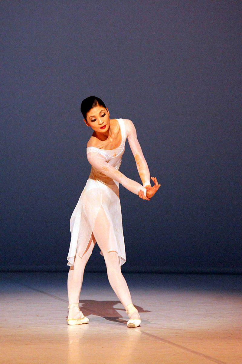 """1. Sue Jin Kang, """"Requiem"""" by Kenneth MacMillan, Stuttgart Ballet, © Ullrich Beuttenmüller 2015"""