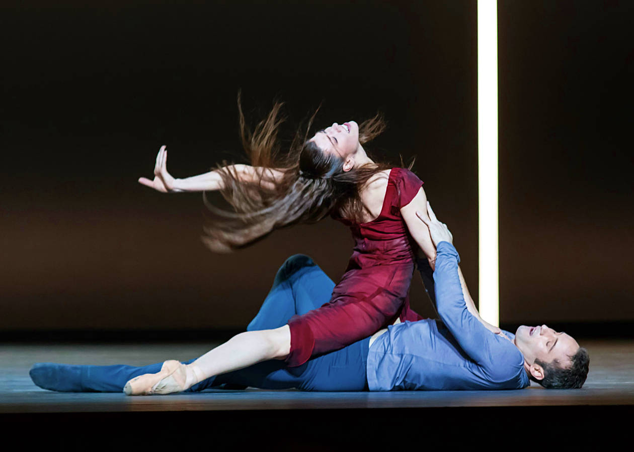 "8. Courtney Richardson (Isolde) and Fabien Voranger (Tristan), ""Tristan + Isolde"" by David Dawson, Semperopera Ballet Dresden © Ian Whalen 2015"