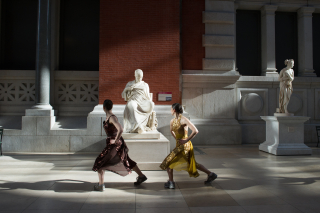 Lunges sapphoMuseum_Workout_MetMuseum_Paula_Lobo-8532