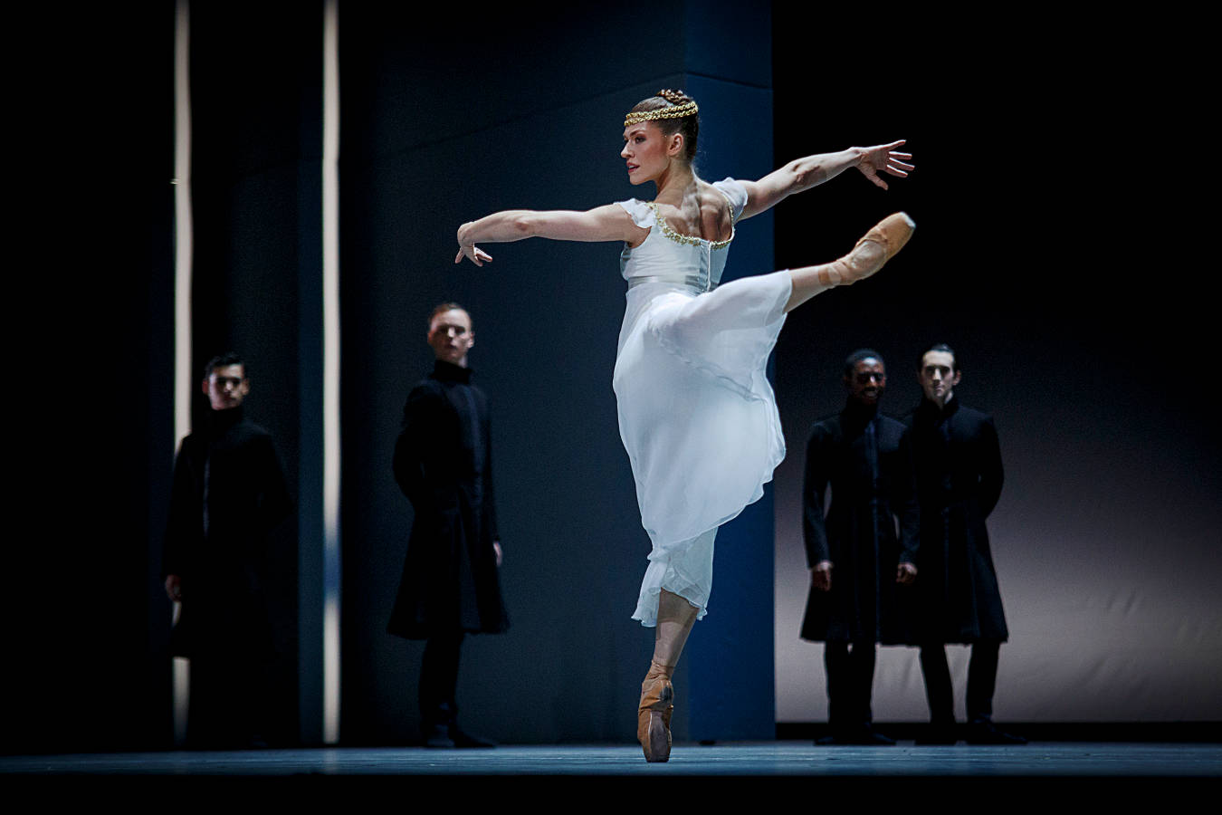 "6. Courtney Richardson (Isolde) and ensemble, ""Tristan + Isolde"" by David Dawson, Semperopera Ballet Dresden © Nikolai Schmidt 2015"
