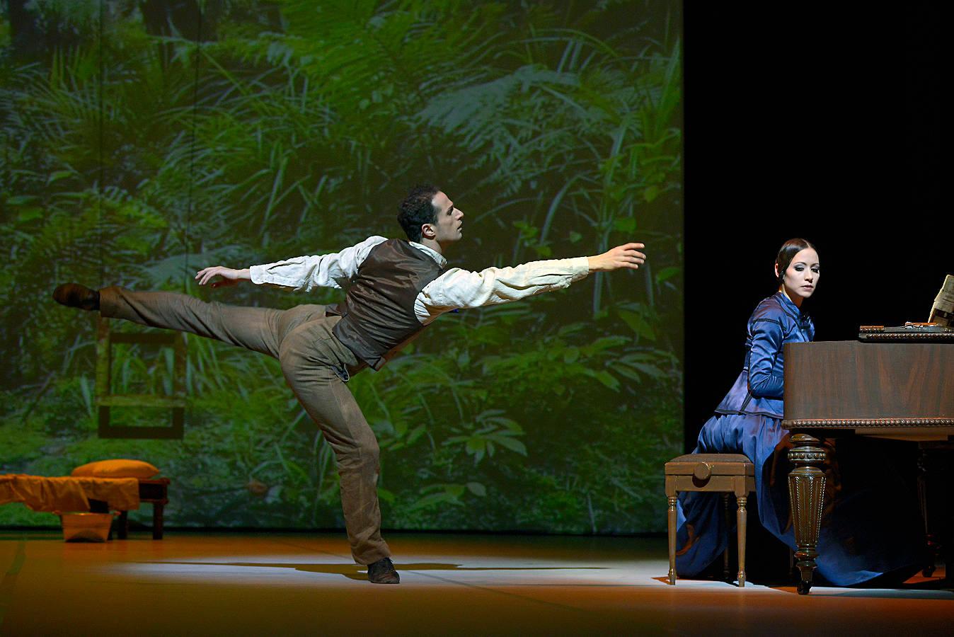 "1. Arsen Mehrabyan (George Baines) and Emilie Nguyen (Ada McGrath), ""The Piano"" by Jiří Bubeníček, Ballet Dortmund 2015"