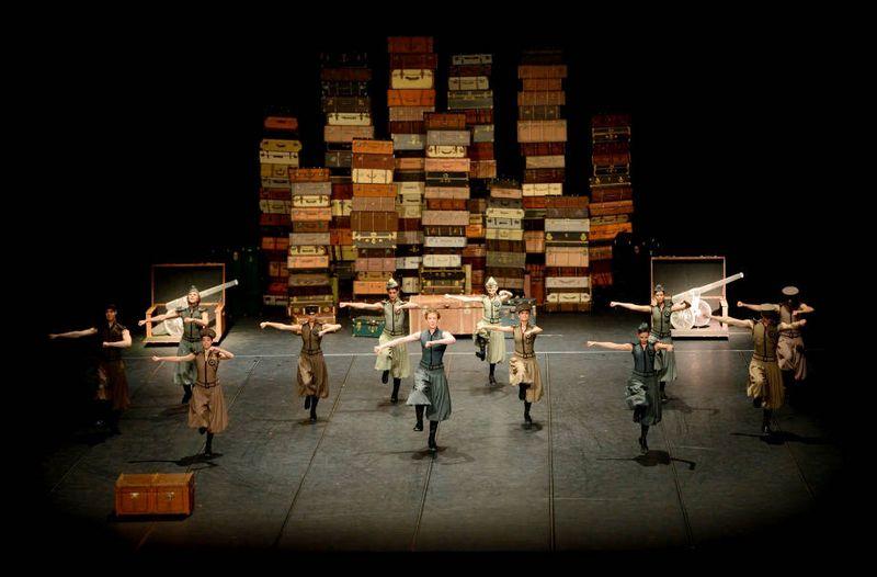 """4. Ensemble, """"L'Histoire du Soldat"""" by Demis Volpi, Stuttgart Ballet 2015"""