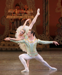Sterling-Hyltin-and-Andrew-Veyette-in-George-Balanchine's-The-Nutcracker.-Photo-credit-Paul-Kolnik