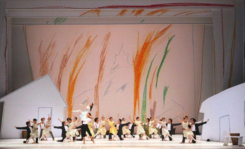 """1. Alina Cojocaru (Giselle), Alexandr Trusch (Duke Albert) and ensemble, """"Giselle"""" by John Neumeier, Hamburg Ballet 2014"""