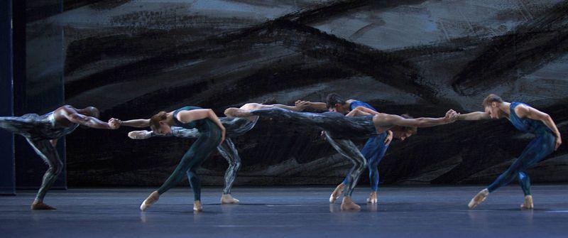 "13. Ensemble, ""Johannes Brahms – Symphony No. 2"" by Martin Schläpfer, Ballett am Rhein 2014"