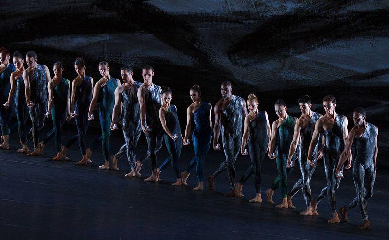 "17. Ensemble, ""Johannes Brahms – Symphony No. 2"" by Martin Schläpfer, Ballett am Rhein 2014"