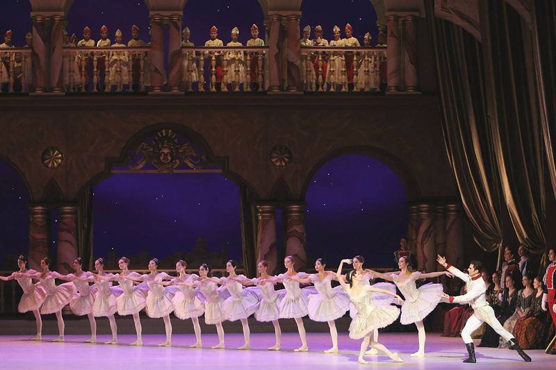 """8. Ensemble and students of Munich's University of Music and Performing Arts, """"Paquita"""" by Marius Petipa and Alexei Ratmansky, Bavarian State Ballet, Munich 2014"""