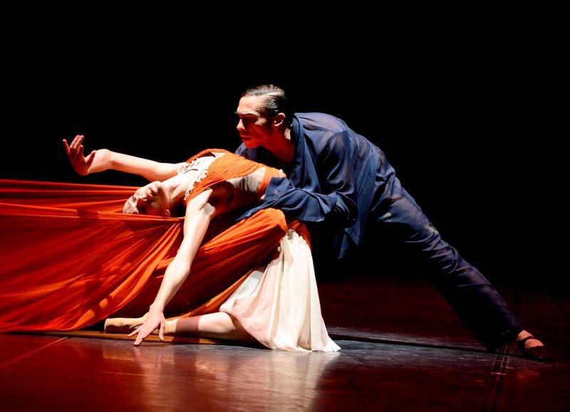 "8. Rachele Buriassi and Jason Reilly, ""The Firebird"" by Sidi Larbi Cherkaoui, Stuttgart Ballet 2015"