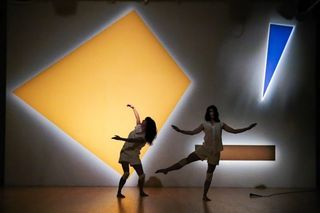 Laura-Peterson-Choreography-The-Futurist-photo-by-Stephen-de-la-Heras-670x446