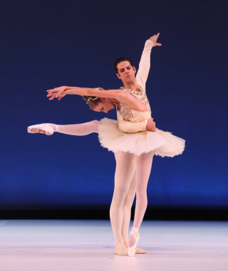 Ellen Overstreet & Marcelo Gomes in George Balachine's Diamonds - Photo Frank Atura (4)