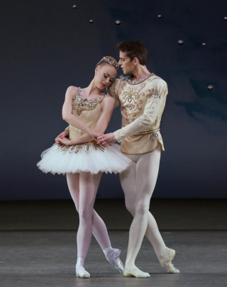 Teresa Reichlen and Russell Janzen in Diamonds from George Balanchine's Jewels. Photo by Paul Kolnik_c37112-14